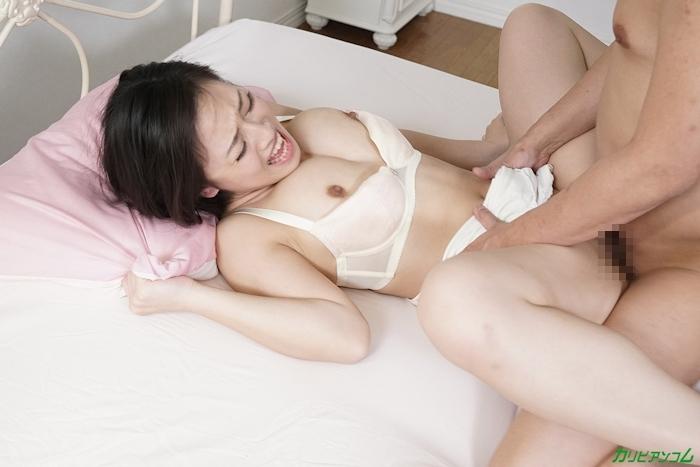 Gカップ巨乳美女が寝てる間に勝手に挿入しちゃうセックス画像 13