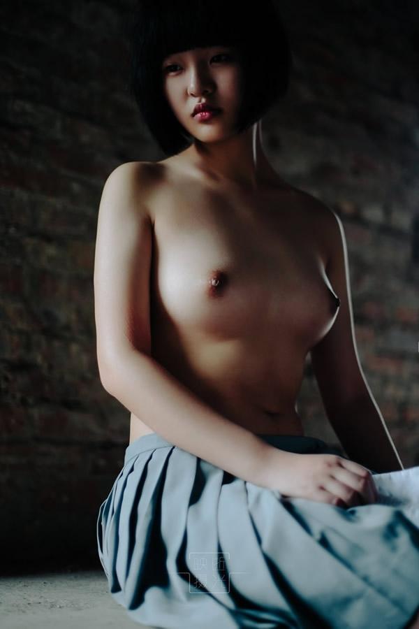 ボブカットの美少女JKの制服ヌード画像 10
