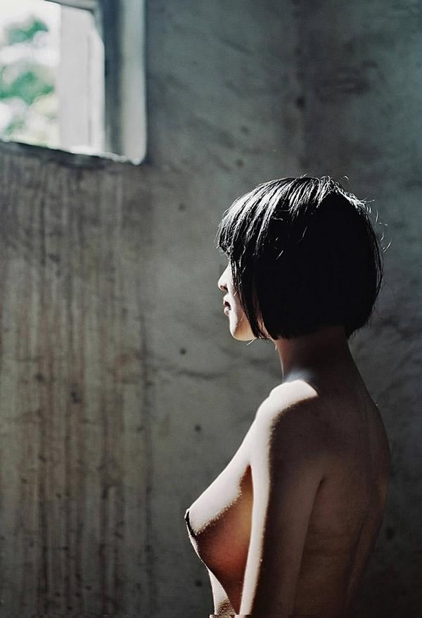 ボブカットの美少女JKの制服ヌード画像 13