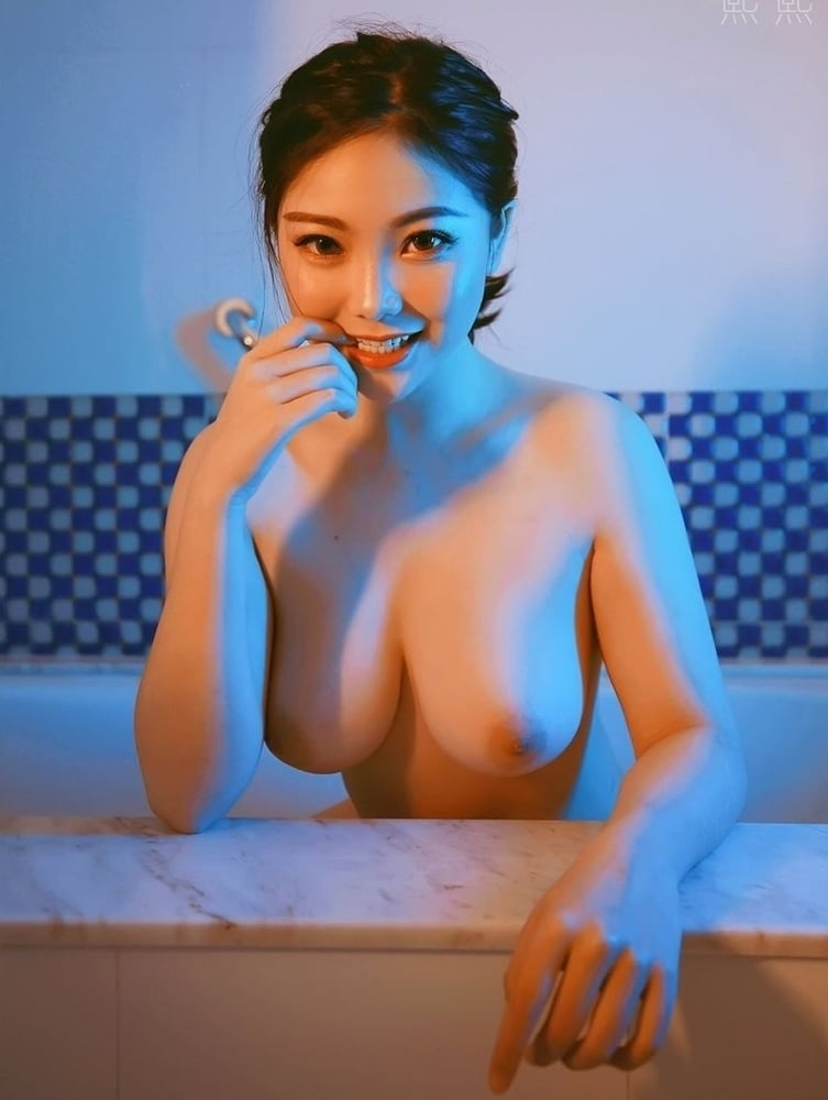 美巨乳なきれいなお姉さんのヌード画像 1