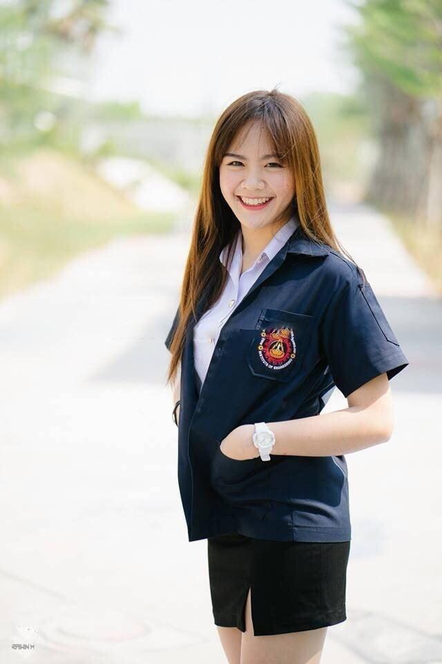 タイの美人女子大生の制服脱衣ヌード画像 2