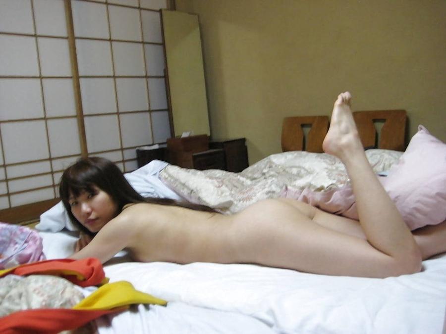美乳な素人美女のプライベートヌード流出画像 9