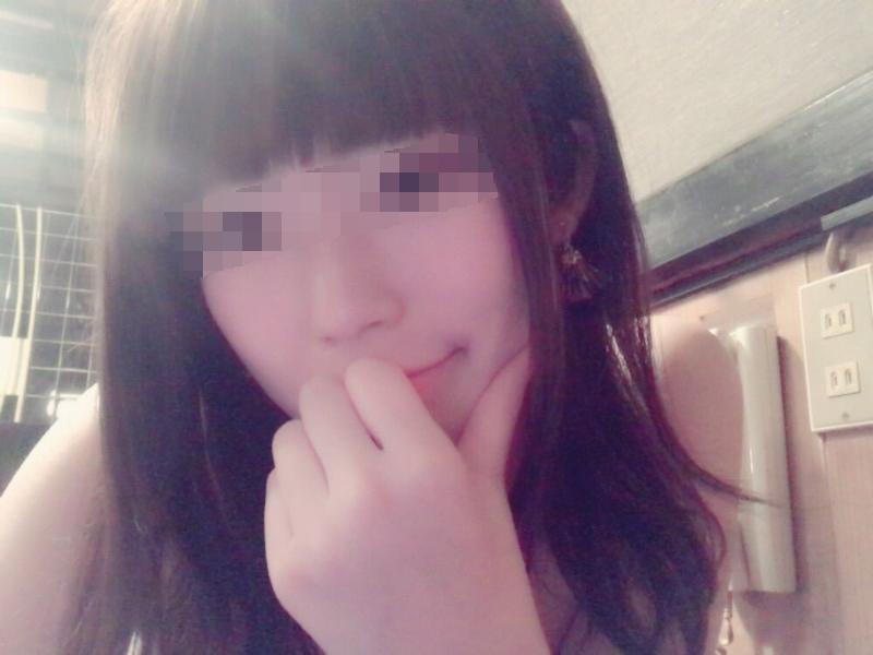美乳な素人美少女の自分撮りヌード画像 1
