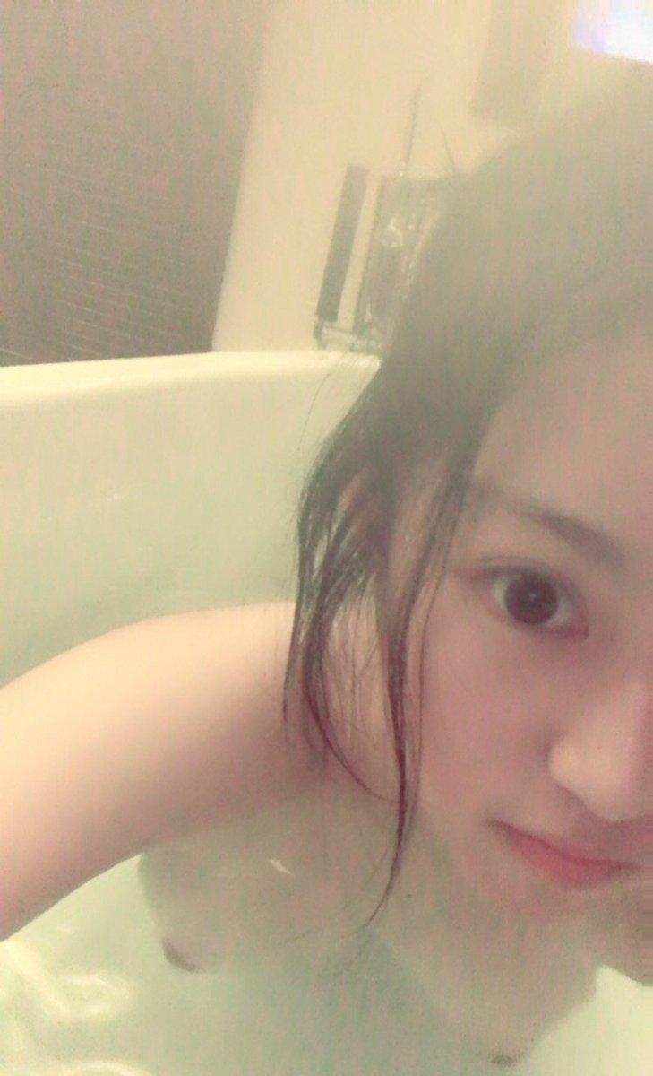 美乳な美少女若妻の自分撮りヌード画像 4