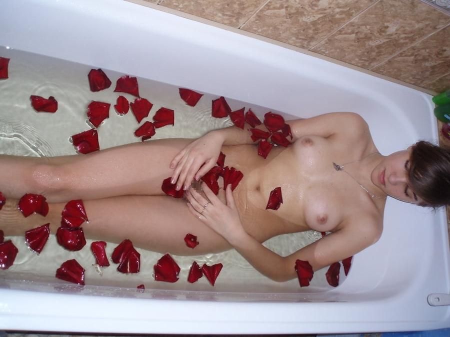 美乳なロシアのガールフレンドを撮影したプライベートヌード画像 6