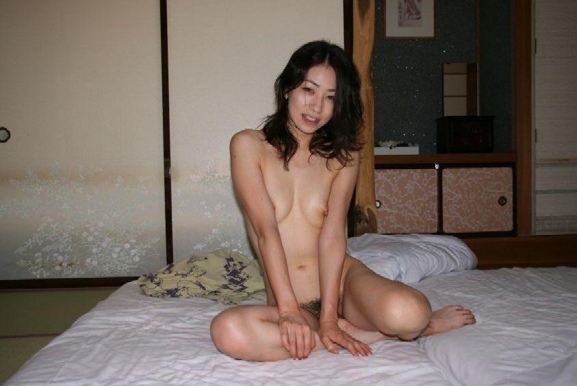 旅館で撮影した極上美女のヌード画像 5