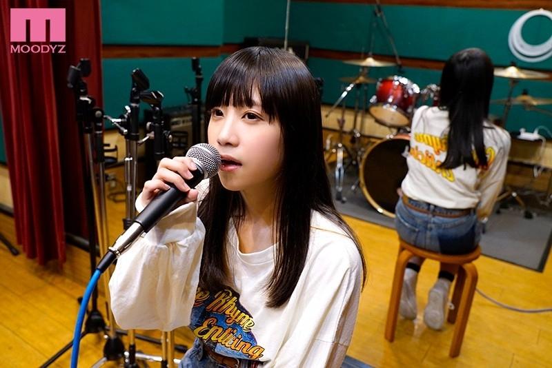 身長145cm敏感シンガー 引きこもりで人見知りだけど、夢は歌手!SNSでちょっぴり話題の女性シンガー顔出し志願イキまくりAVデビュー 桜木なえ 3