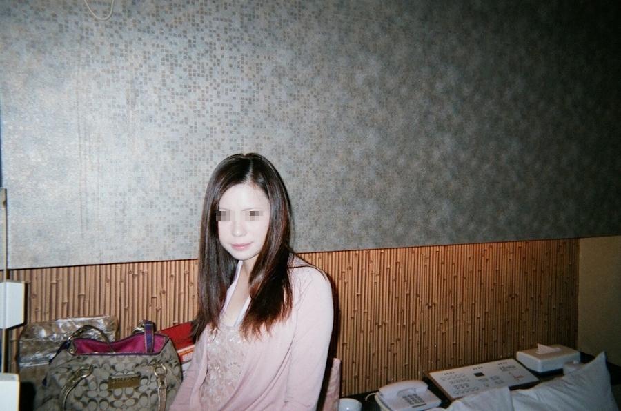 美乳な色白美女をホテルで撮影したプライベートヌード画像 2