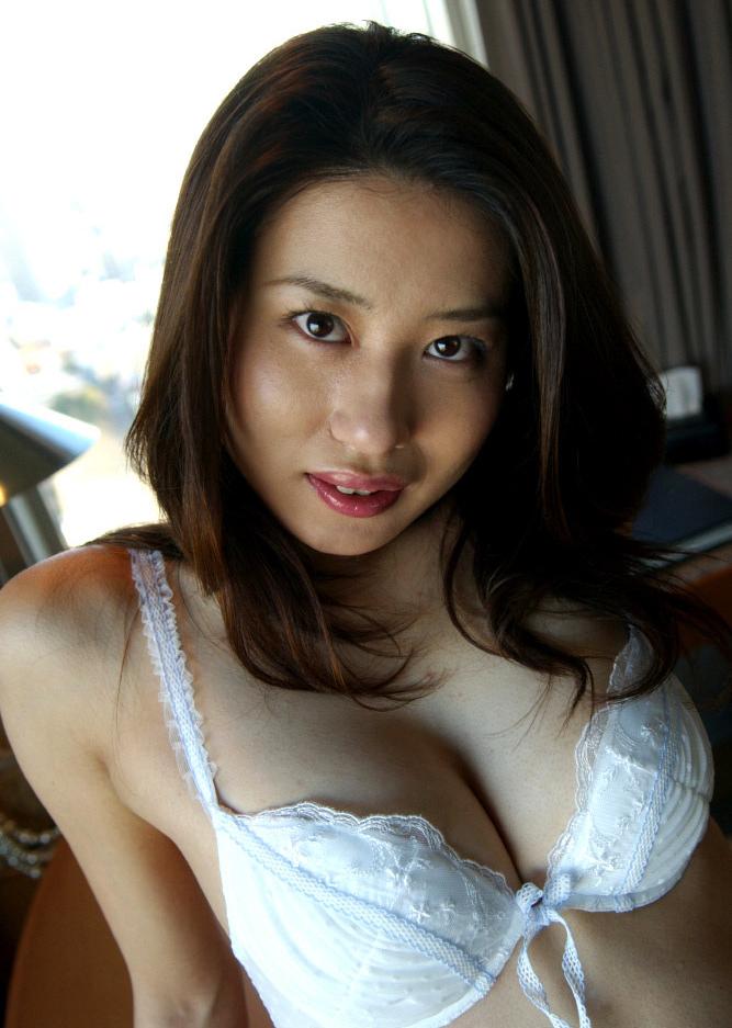ジーンズを履いた美乳美女のセックス画像 4