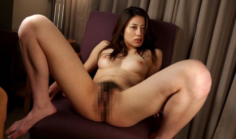 ジーンズを履いた美乳美女のセックス画像 12
