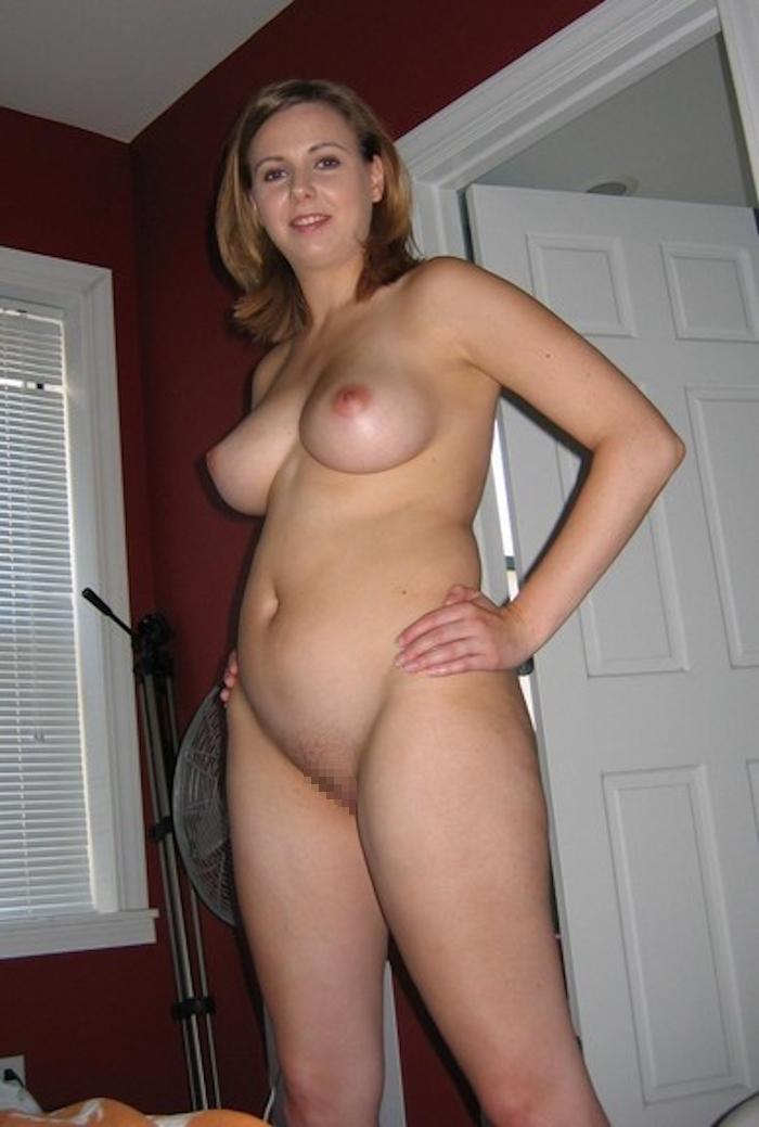 巨乳な西洋美熟女のヌード画像 6