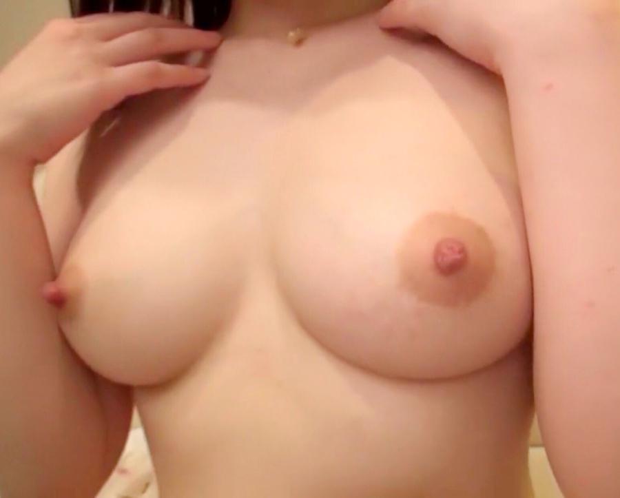 美乳なガールフレンドのおっぱい画像 9