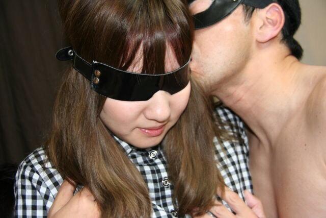 オシャレ素人美女の目隠し輪姦ぶっかけ画像 4