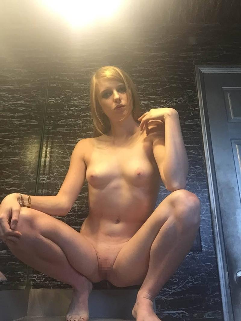 ブロンド素人美女のプライベートヌード画像 6