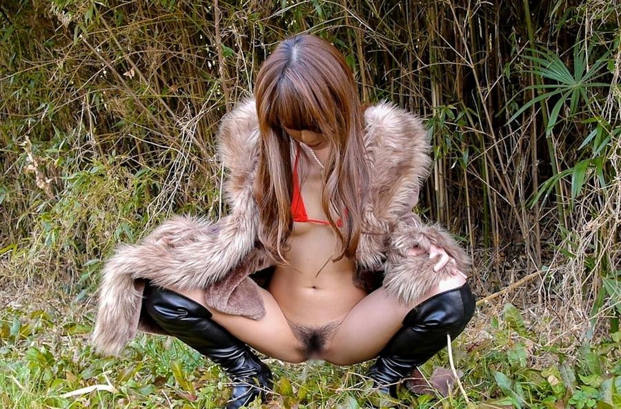 変態美女の車内&野外オナニー画像 8
