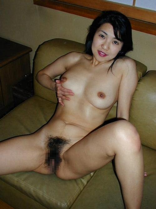 陰毛濃い目な清楚系美熟女のヌード画像 8