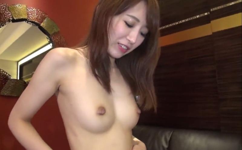 自らマ○コを開いて中出しされてWピースしてるエロ美女のセックス画像 1