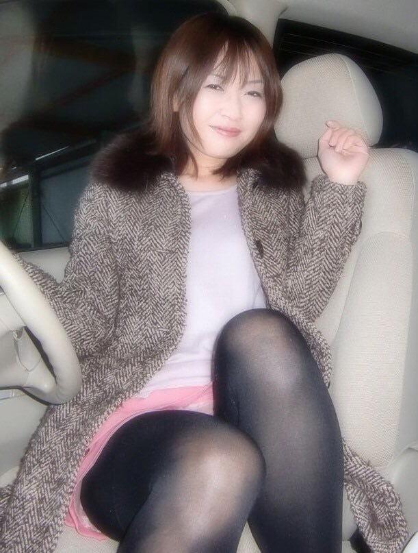 車内で撮った美人な彼女のヌード画像? 1