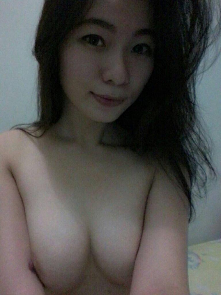 きれいなお姉さんの全裸自分撮りヌード画像 3