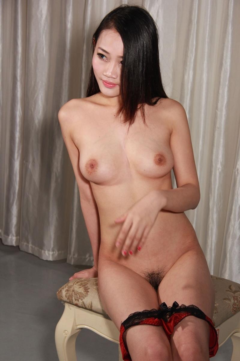 巨乳な美女モデルのマ○コくぱぁヌード画像 2