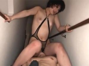美咲玲 185cm長身痴女がマンコと口にチンポを突っ込まれる身長差3Pセックス!