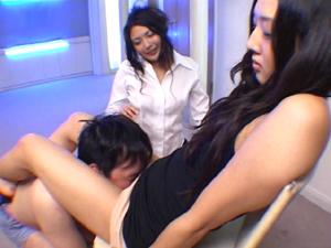 2人の美痴女がムッチリの太腿とデカ尻で徹底的に責めてくれるM男専用サロン