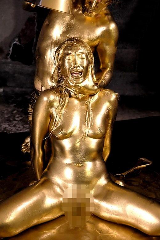 金粉ヌード画像 16