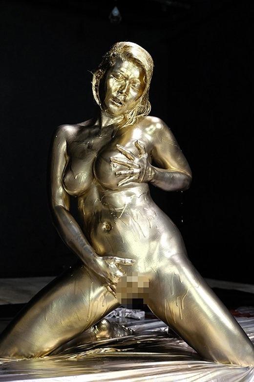 金粉ヌード画像 30