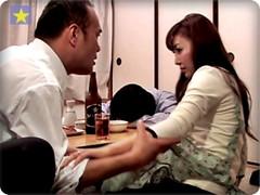 無料AVちゃんねる :【NTR】夫が泥酔して寝込んでる傍で、夫の上司の竿をハメられて子種を注がれた新妻!! ながえスタイル
