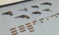 押収された拳銃と実弾