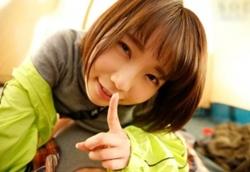 戸田真琴 彼女が近くにいるのにベロチューで誘惑し濃厚フェラ&生ハメ中出しSEXで痙攣絶頂1