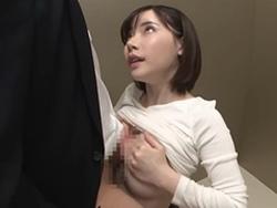 深田えいみ エレベーター内で誘惑してフェラとパイズリで痴女っちゃう色白美肌お姉さん!1