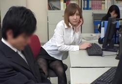 【痴女OL】周りは全員女子社員。黒パンストOLの美脚誘惑にフル勃起!1