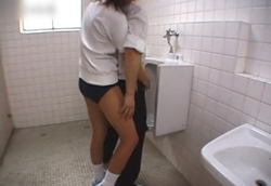 【痴女】トイレで密着背後から手コキ!【体操着ブルマ】2