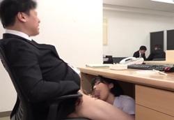 【痴女】むちむち新人眼鏡OLにこっそり痴女られる 机の下でおしゃぶりフェラ抜き!柏木あみ2
