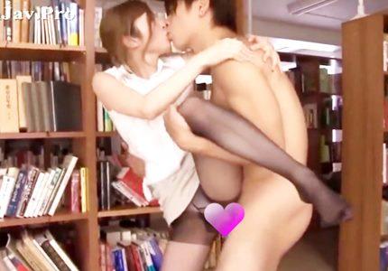 図書室で濃厚セックス